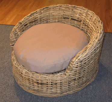 Wicker Dog Bed: Small Size - Wicker A-Z