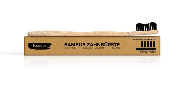 FORMSCHÖNER GRIFF AUS BAMBUS-HOLZ Ergonomisch, wasserabweisend und antibakteriell  Durch den glatt geschliffenen Bambus entsteht eine geschmeidige und widerstandsfähige Oberfläche, die sich hervorragend als Griff für die Bambus Zahnbürste eignet. Der geschwungene Griff liegt sehr komfortabel in der Hand und bietet eine tolle Ergonomie beim Zähneputzen.  Bambus-Holz hat eine extrem wasserabweisende Eigenschaft, was das Bilden von Bakterien und Pilzen in der Bambus Zahnbürste verhindert.