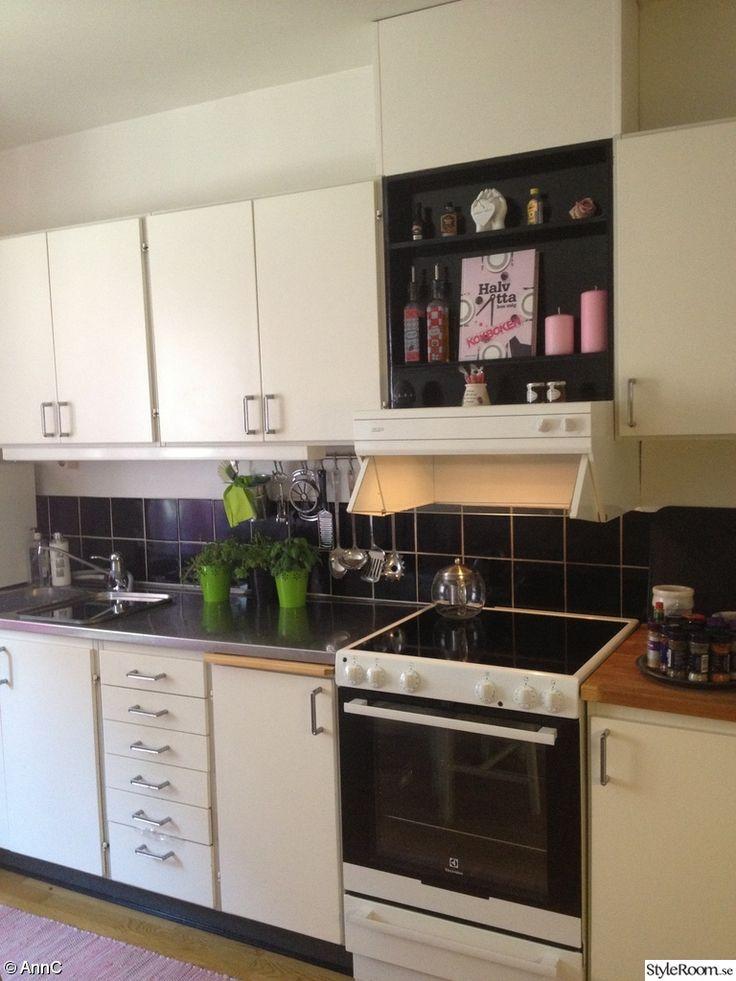 svart kakeldekor i kök