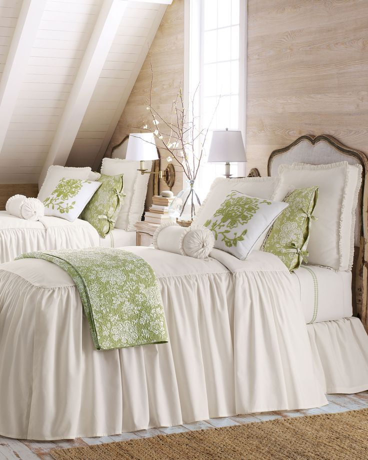 Green and white passion decor