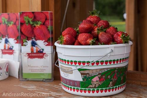 Brown sugar strawberry shortcakes, from Andrea Meyers.Desserts, Brown Sugar, Farms Projects, Strawberry Shortcake, Wegmey Farms, Sugar Strawberries, Strawberries Brown, Strawberries Shortcake, Spring Strawberries