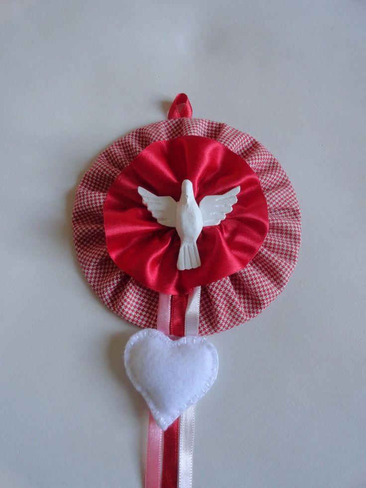 Mandala (Divino Espírito Santo) confeccionada com CD reciclado, tecido, feltro e fitas de cetim.    Diametro: 12cm  Código do produto: 41A2E1