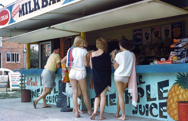 Milk bar at the corner of Orchid and Cavill Avenues, Surfers Paradise, 1958 / Gold Coast City Council Local Studies Library. Photographer: Arthur Leebold, https://gcccopac.sirsidynix.net.au/client/search/asset/1342226 | thefashionarchives.org