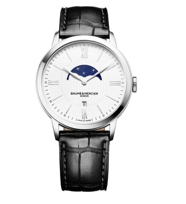 Model:Classima Quartz Small Complications Ref. M0A10219 Movement:Quartz Gender:Male Complications:Date, Moonphase, Minute Hand, Hour Hand Shape:Round Case Material:Stainless Steel Dail colour:Silver- Coloured Engraved Size:40 mm Material:Croco-leather Price:€ 1 750 @colmanwatches