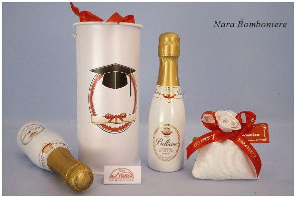Bellissime Bottiglie bianche con capsula oro e  scatola cilindrica decorata  con cappello da laureato