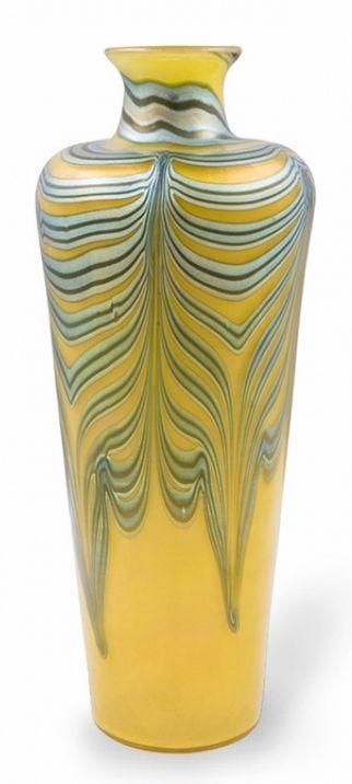 LOETZ Vase, Phenomen Gre 829, c. 1900, nearly 10.5 in. H.