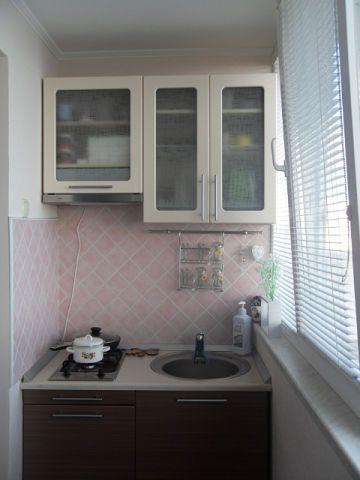 Пример мини-кухни на балконе