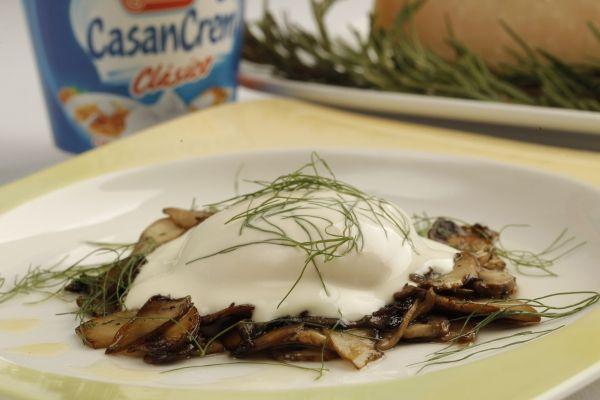 Huevos poche con hongos - Poached eggs with mushrooms