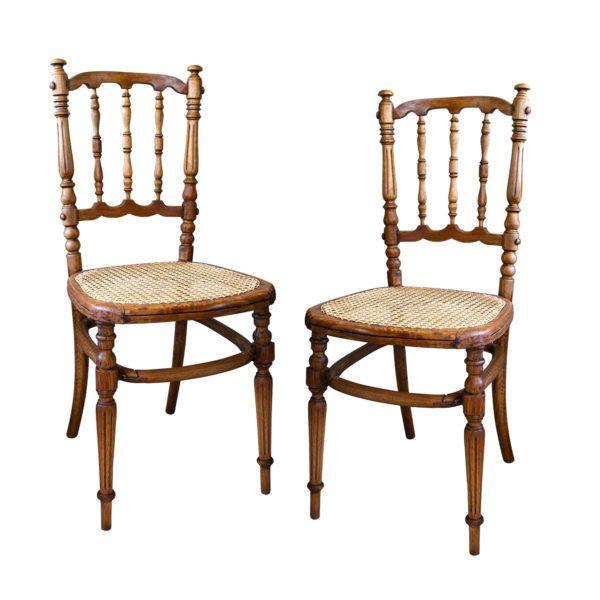 Set Sillas Bistró Viena  Par de sillas de café estilo Thonet con asiento enjuncado y patas torneadas al igual que su respaldo. Son perfectos para el comedor de diario o como sillas de trabajo.
