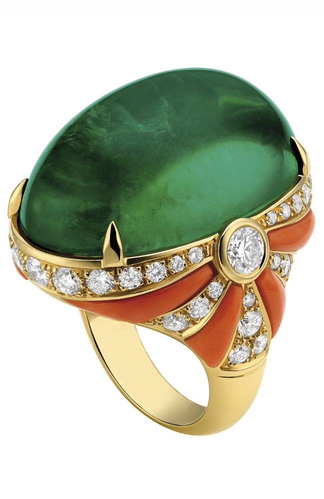 Bulgari- turmalina verde cabuchon,coral,diamantes, ouro.-cort.Bulgari- VOGUE
