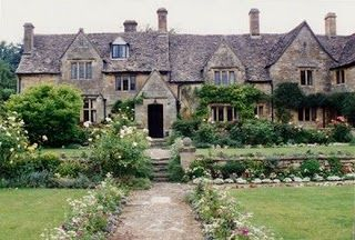English country home....love the setting.
