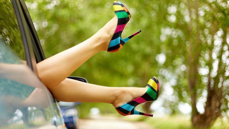 Kombinlerimizin en sevilen parçası olan Ayakkabı, 2016 yazının trend ve renkleri ile birleşerek adımlarınıza şıklık ve farklılık kazandıracak!
