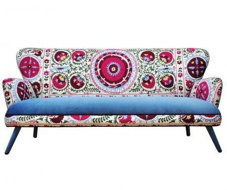 Výrobky jsou navrženy dvěma interiérovými návrháři, Jo Supara a Ali Tarakci. Jedinečný ručně vyrobený nábytek je inspirován klasickými formami 20. století, zatímco čalounění nám připomíná styl boho chic, etnický nebo orientální mozaiku. Výška sedáku: 45 cm. Maximální nosnost: 400 kg.