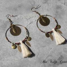 Bijou créateur - boucles d'oreilles créoles bronze ethniques breloques plumes pompon perles miyuki bordeaux noir et beige