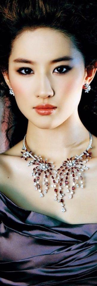 jew flower necklace