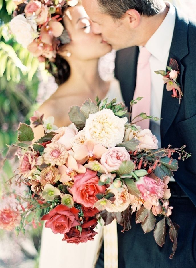 Couple kissing and Wedding Bouquet - Photography by Jen Huang