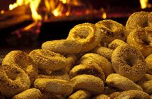 Le Traditionnel Bagel Maguire - Le seul bagel cuit dans un four à bois à Quebec
