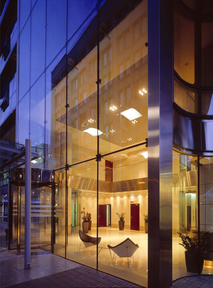 """Office called """"Zaułek Piękna"""" in Warsaw, Poland features an elegant glass façade, combined with stainless steel and high-quality natural stone. The facade was made of Pilkington Planar™ structural glazing system with the use of a support structure in the form of glass fins."""