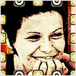 Elis Regina 02 - Quadrinhos confeccionados em Azulejo no tamanho 15x15 cm.Tem um ganchinho no verso para fixar na parede. Inspirados em divas da MPB. Para entrar em contato conosco, acesse: www.babadocerto.c...