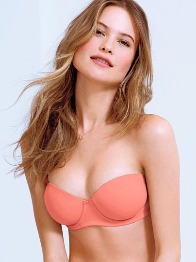 Worn by : Angel Behati Prinsloo Type : Multi Way Bra  Color : Frosted Cali Coral