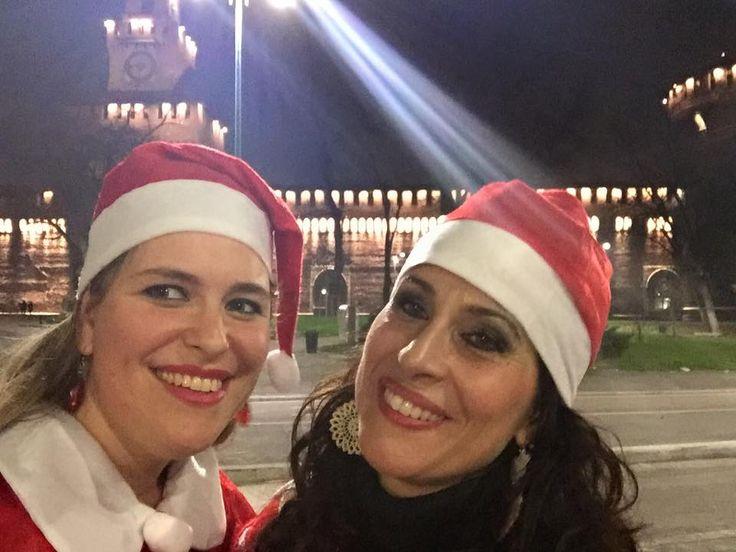 con lo sfondo del #Castello Sforzesco tutto illuminato... #buonnatale! da Spazio Aries