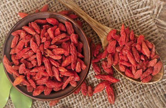 """Bacche di Goji: una miniera di antiossidanti Dette anche """"frutti di lunga vita"""", le bacche di goji possono aiutarci a contrastare i radicali liberi. http://www.drgiorgini.it/index.php/approfondimenti/bacche-di-goji-una-miniera-di-antiossidanti #goji #gojiberry #bacchedigoji #antiossidanti"""