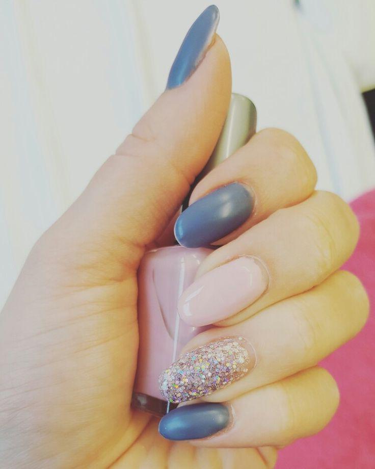 Matte grey, light pink and sparkles ❤