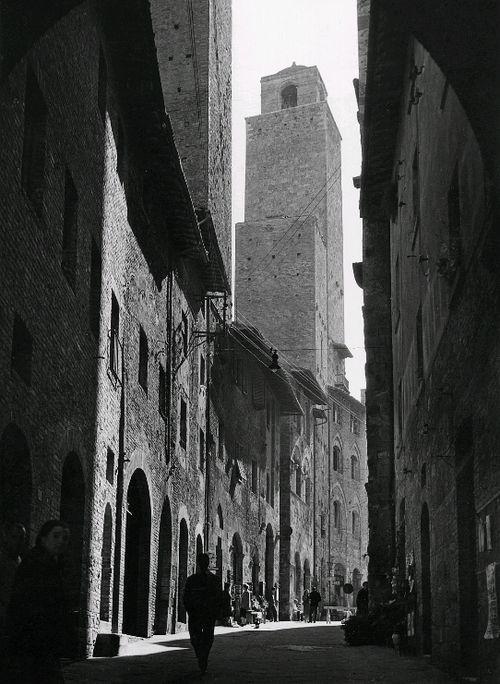 Lala Aufsberg (1907 - 1976); San Gimignano. Via San Matteo, 1950/1960