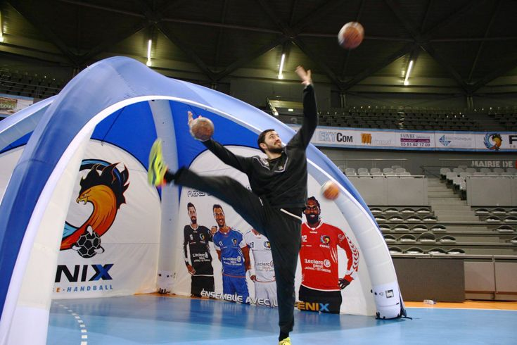 The Fenix handball team practicing with their new X-GLOO event tent.