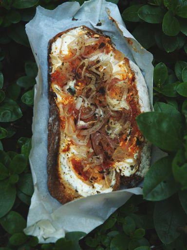 poivre, échalote, crême fraîche, concentré de tomate, chèvre frais, pain de mie
