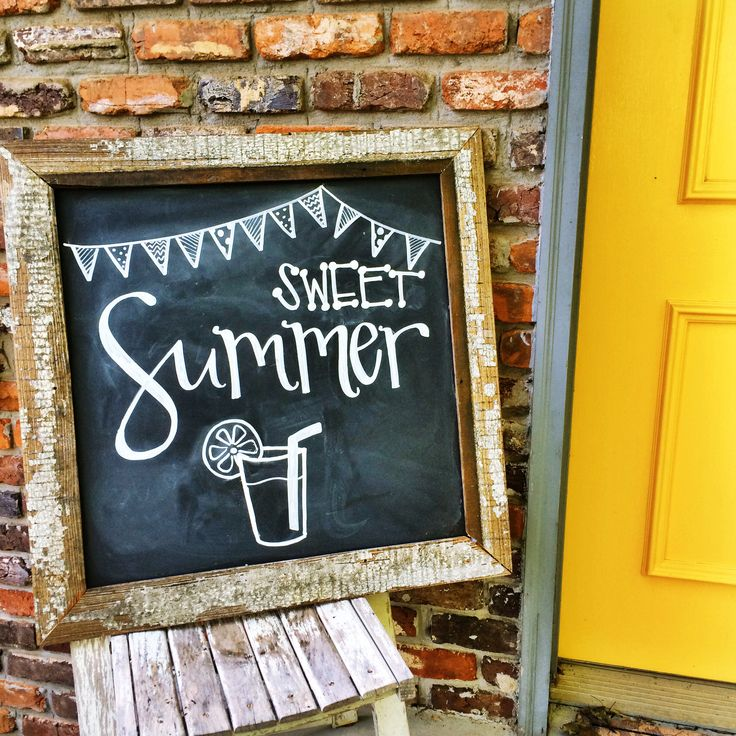 Fun summer chalkboard! From @jubileeknoxchalks on Instagram.