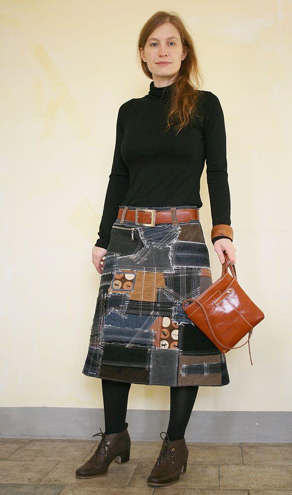 Наша мастерская создает сумки и одежду в стиле «боро». Это оригинальная и самобытная техника работы с текстилем, появившаяся в Японии в давние времена. Теперь многие дизайнеры вдохновляются удивительными японскими текстильными изделиями и создают свои интерпретации на тему. В нашем понимании «boro» — это мозаика из лоскутов ткани, часть из которых используется повторно (recycling). Мы использ…