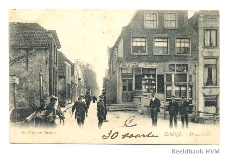 de Zuiddijk, het logement de Moriaan,de winkel van J. van Heyst,glas en aardewerk. Rond 1904