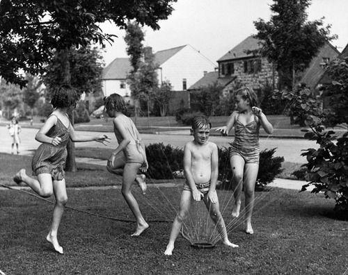 running through the sprinklersChildren Plays, Vintage Photos, Childhood Memories, Hot Summer Day, Lawns Sprinkler, Kids, Summer Fun, Water Parks, Running Through Sprinkler