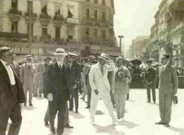 1930 - Ο Βενιζέλος εγκαινιάζει τη πλατεία Ομονοίας.