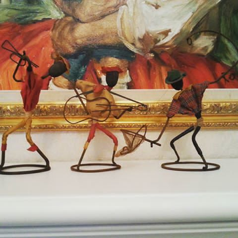 Oh yes 😆 😆 Knallkule figurer i en serie jeg har stringbilder og stringbildelampe av😊😊😊 Disse er nok ikke #brorbonfils ,men har hørt at det var en kar i Hamar som lagde disse. Noen som vet noe om disse artigkara? #midcentury #retrohjem #retrointerior #interiør  #506070tallet #506070tal #retro #vintage #art #kunst #50s60s #design #vintagedesign #cooldesign #artigkar#artigkara#scandinavianinterior #scandinaviandesign