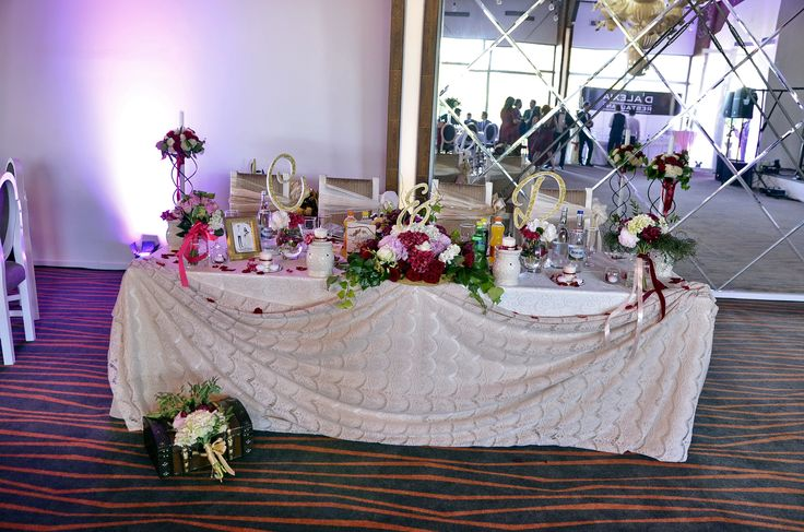 Bride and groom table wedding - marsala and gold - made by Ianys Events