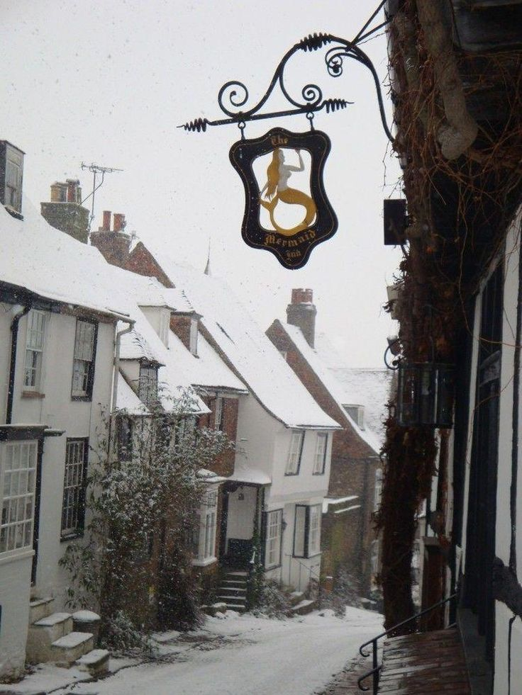 Mermaid Inn in the snow, fabulous place at Christmas time, Rye, East Sussex, England