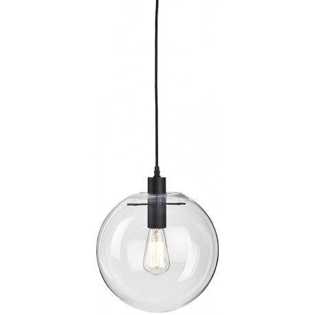 De Warsaw hanglamp van het merk It's about Romi met zijn transparante glazen bol is geïnspireerd op het retrodesign van de jaren '70.