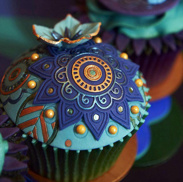 Peacock Cupcake- Peacock cupcake - For all your cake decorating supplies, please visit craftcompany.co.uk