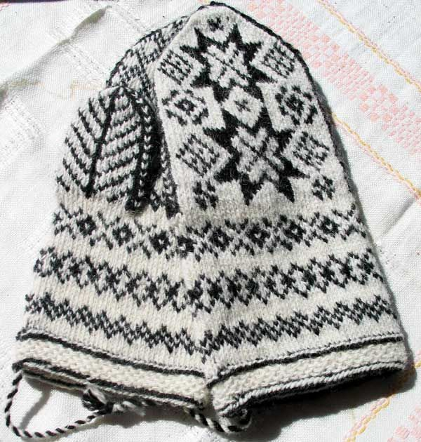 Twined knitting, mittens from Mora