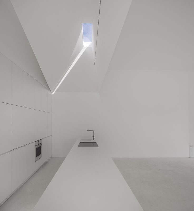 Image 19 of 63 from gallery of House in Fontinha / Manuel Aires Mateus + SIA arquitectura. Photograph by Fernando Guerra | FG+SG