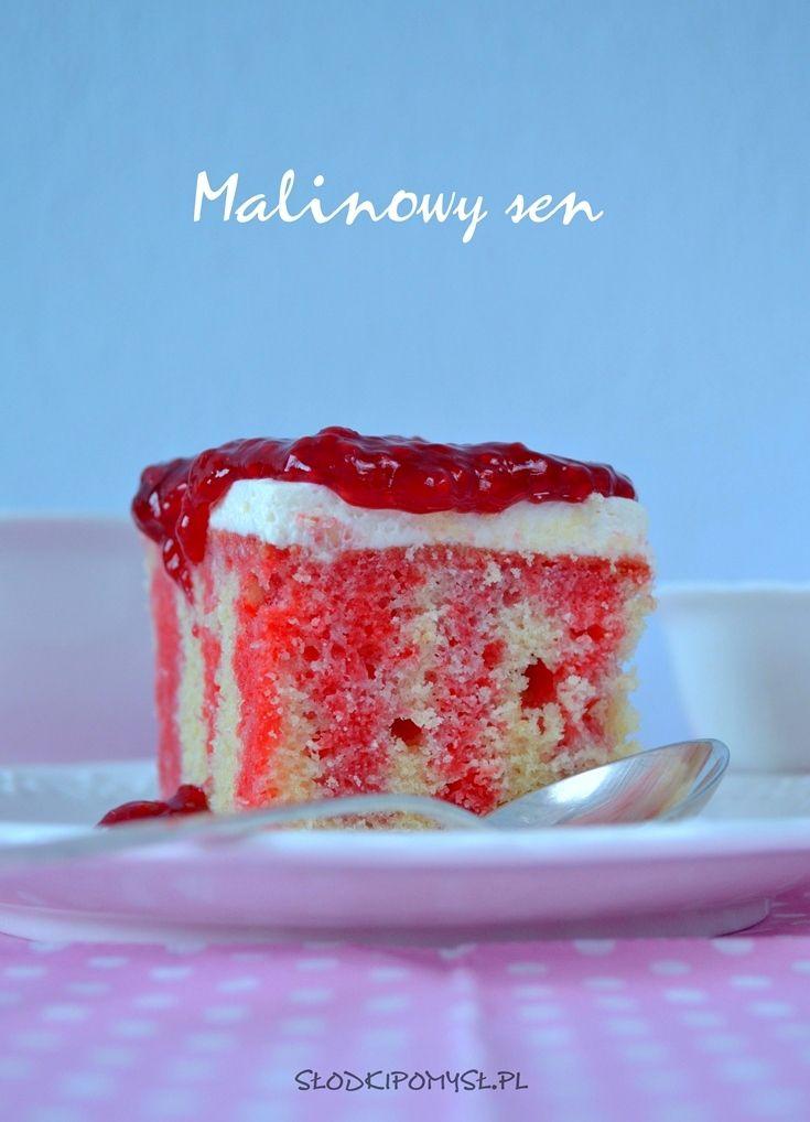 Ciasto z malinami i galaretką Malinowy Sen, nasączony galaretką malinową i udekorowany frużeliną malinową smakuje w każdym kawałku słonecznym latem :)