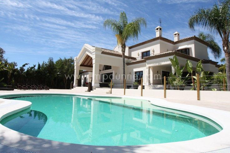 Attention golf lovers! Are you looking for a spacious #frontline #Golf villa to rent? This beautiful 6 bedroom #property might just be the one for you!  http://www.mpdunne.com/en-MPV1854_villa-nueva+andalucia.html