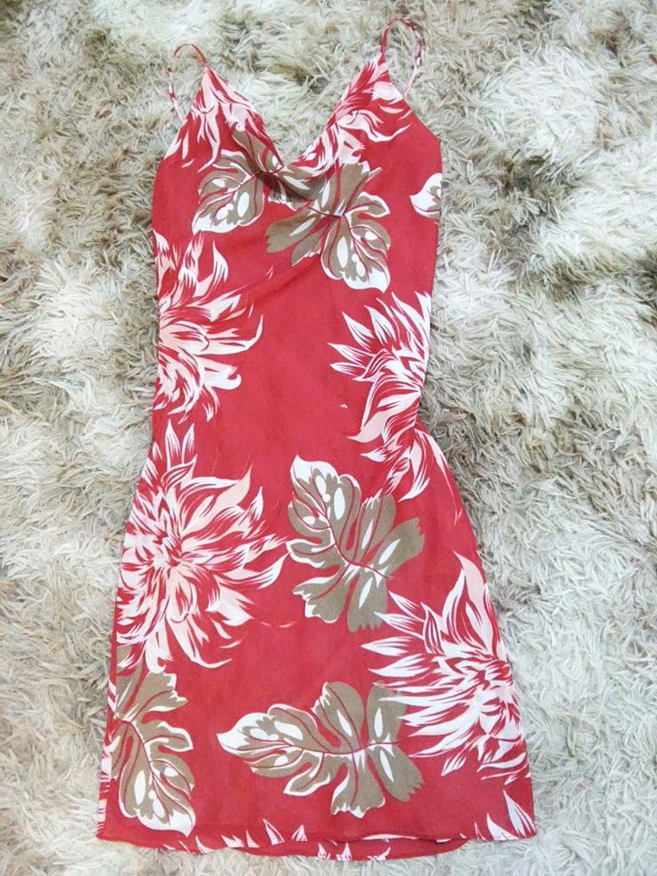 Vestido Folhas Vermelho Tam. P  Brechó Online Site: https://brechopuroluxo.wixsite.com/loja Retirada: Campinas-SP (Jardim Myriam, Alphaville/Jardim Santana/São Quirino/Primavera/Taquaral) Demais localidades: via correio, pagamento Depósito/Pagseguro  #brecho #brechocampinas #brecholuxo #desapego #desapega #enjoei #roupas #vestidos #sapatos #bazar #loja
