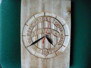 Háromszéki fafaragás Fradi fali  óra