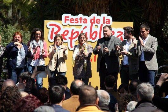 ACN Barcelona .- El president d'ERC, Oriol Junqueras, ha reivindicat el paper d'ERC en la construcció d'un projecte de majories cap a la independència. Si avui hi ha una majoria assedegada de llibertat i que vol un país lliure és perquè hi ha gent que mai ha defallit, ha recordat Junqueras en la Festa de la República, que aquest dissabte ha reunit al Parc de la Ciutadella tota la plana major republicana. I qui mai ha defallit és la gent d'ERC, que ha estat 85 anys treballant per la…