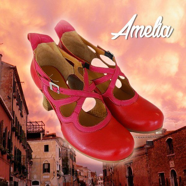 Amelia stands for its unique mix of colors, red and fuchsia. It reminds us of a romantic sunset on Venetian canals. What about you? What these colors remind you of? 👠 🌅