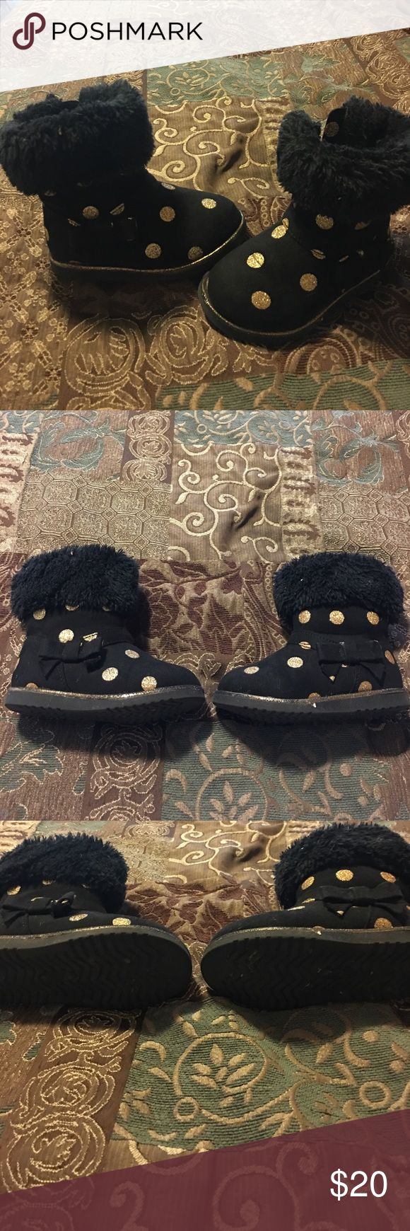 Seychelles boots 😍💝💗 These are black boots with gold dots on them 😊. I love these boots they are adorable with some leggings and in great shape ❤️💕💝. Size 8 toddler Seychelles Shoes Boots