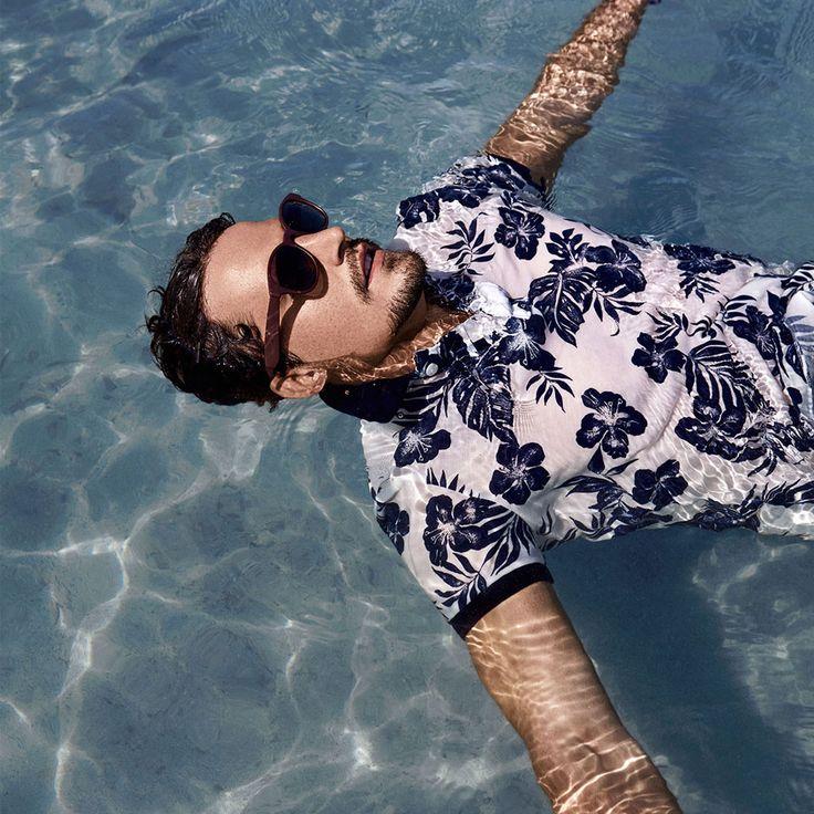 Kavurucu sıcaklarda serinlemek için neler vermezsiniz değil mi?! www.kip.com.tr #newcollection #ilkbahar #yaz #SS16 #menfashion #erkekmodası #erkekgiyim #fashionformen #trend #fresh#amazing #colorful #clothes #men #man #style #cool #instafashion #moda #fashionable #menstyle